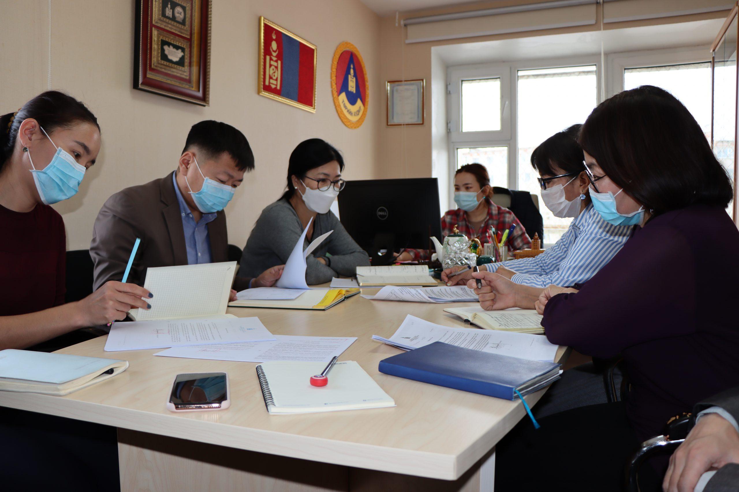 Дорнод аймаг дахь Төрийн аудитын газрын хамт олон А/95 болон А/106 дугаар тушаалаар батлагдсан журмын танилцуулга хийлээ.